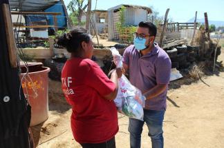 04 Contribuyen regidores del Gobierno de Los Cabos en la entrega de apoyos a las familias vulnerables2