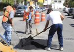 """Con Programa Municipal de Bacheo se mejora la imagen y seguridad vial de la colonia """"Chamizal"""" en SJC"""