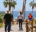 Gobierno de Los Cabos supervisa las medidas sanitarias a vendedores ambulantes en playas de CSL