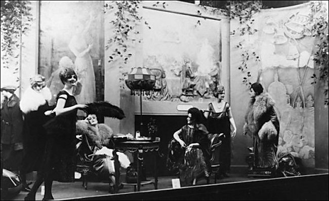 selfridges-window-display-1920
