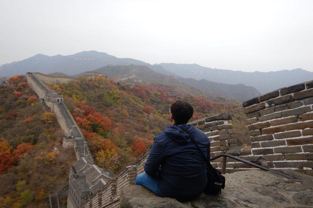 Disfruntando del paisaje desde la Gran Muralla