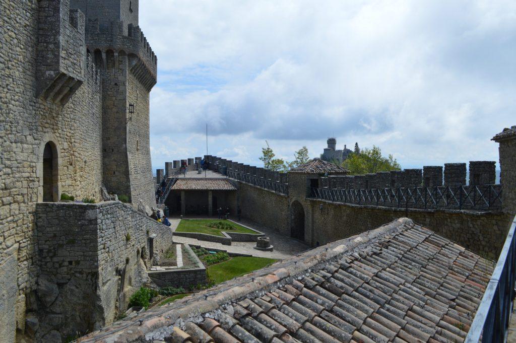 Interior de la fortaleza de Guaita