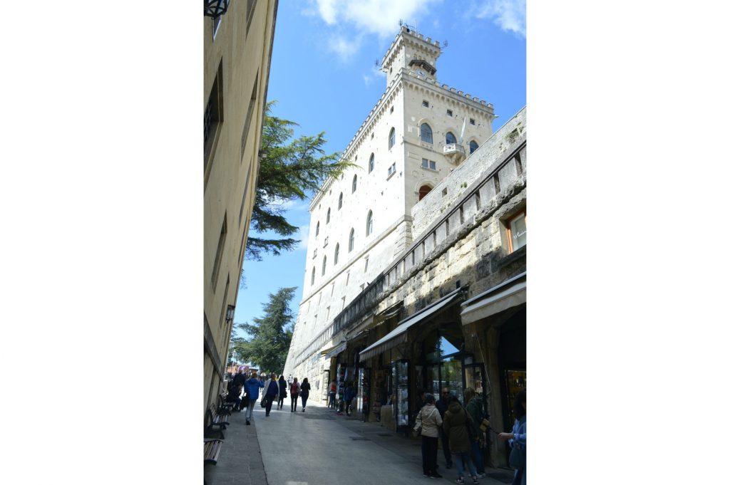 Vistas al Palazzo Pubblico desde la calle Eugippo
