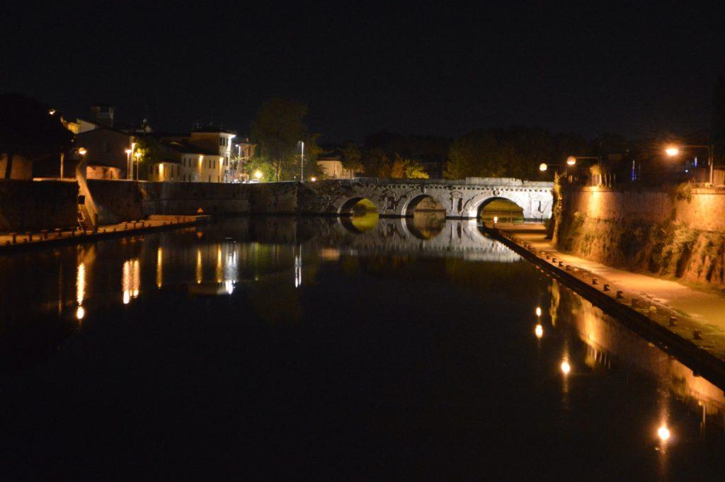 Paseando por Rimini de noche