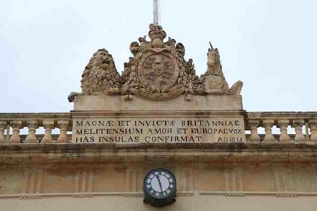 Escudo de Reino Unido en un Edificio de la Valetta, Malta