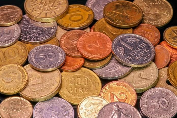 Pila de monedas del mundo