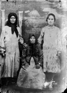 Trei femei. Reproducere