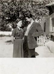 Cuplu Costică Acsinte din casele noastre Arhiva personală Axinte Constantin, Perieți