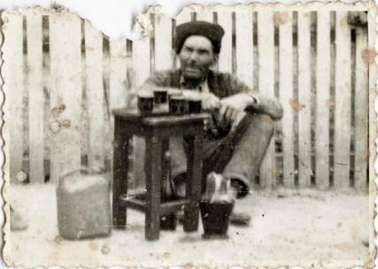 Ion Scarlat Costică Acsinte din casele noastre Arhiva personală Ion Mariana, Perieți