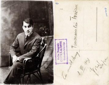 """Bărbat. Verso: Cu mult drag 8 VII 931 Tovarășului Traian. Ștampilă violet """"Atelier Fotografic COSTICĂ ACSINTE Slobozia Ialomița"""""""