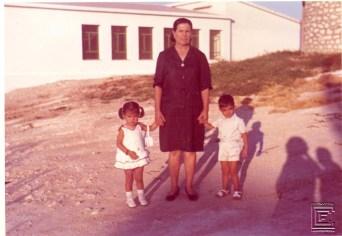 Frasquita Pérez, con sus nieto José Antonio Baena y Chari Carmona