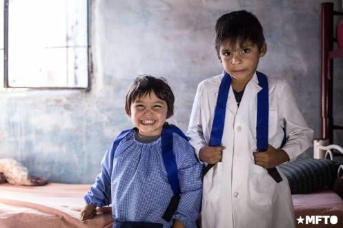 Entrega de mochilas y cartucheras confeccionadas por las organizaciones a niños y niñas de barrios populares. También se acercaron los elementos escolares obtenidos del Gobierno Provincial.