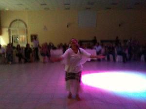 Beth Firmino (2011) Danza de Oxum, Osmanye, Turquia.