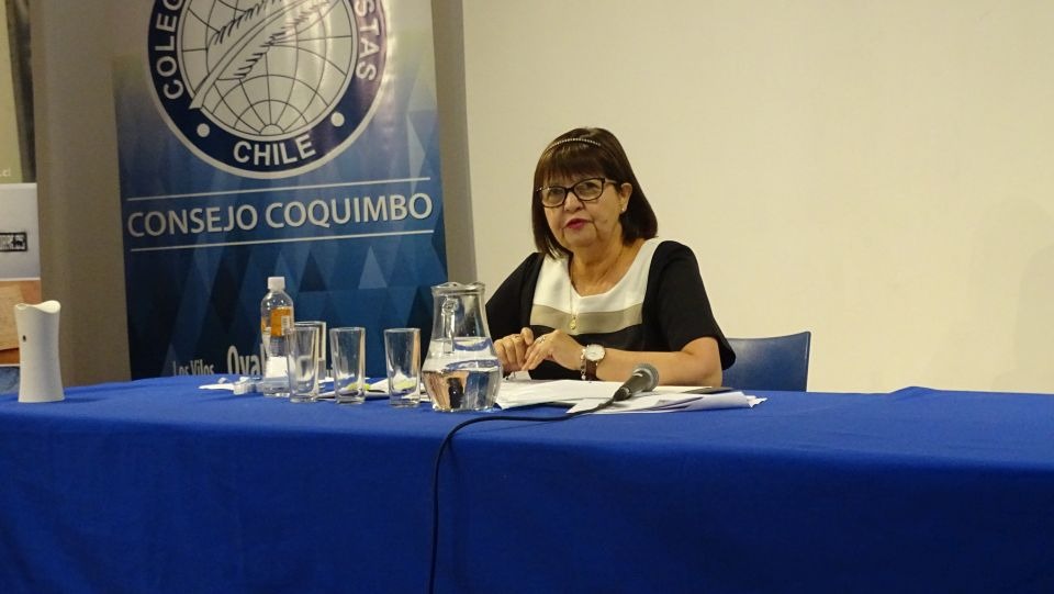 "PROFESORA PRESENTA EN SALA LAGAR ""ANECDOTARIO VIVENCIAL DE GABRIELA MISTRAL"""