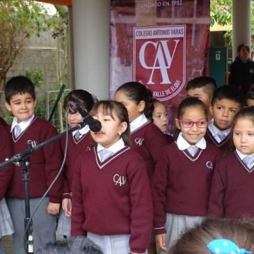 Alumnos Varistas conmemoran natalicio de Gabriela Mistral