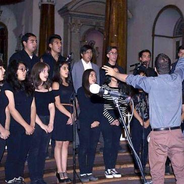 Alumnos Varistas reviven espíritu de Semana Santa