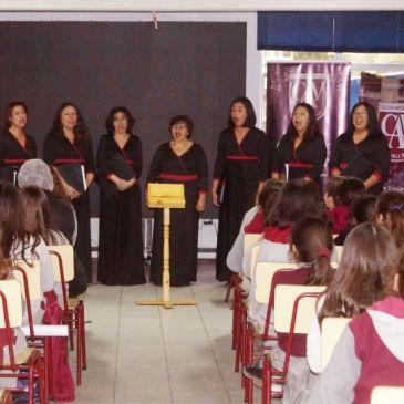 Integrantes del Coro de Cámara de La Serena se Presentaron en Colegio Antonio Varas