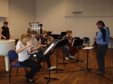 Taller para la Interpretación de música Latinoamericana para músicos jóvenes de Tallinn, Estonia. Director Boris Alvarado