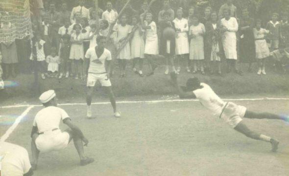 1941-–-campeonato-de-vôlei-na-antiga-quadra-do-colégio-Diamantinense