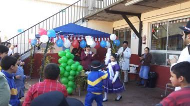 stand de comidas y juegos en el Colegio Santa Emilia
