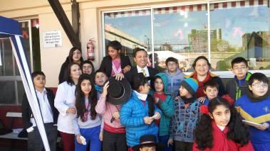 Autoridades visitan a los niños en fiestas patrias