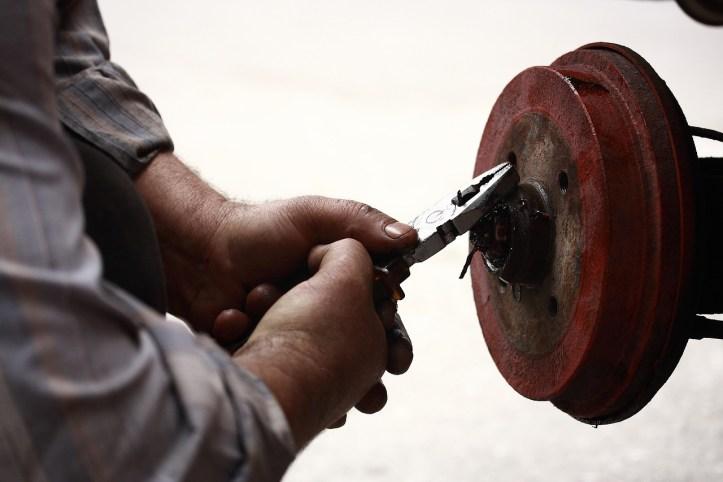 repairman-3610147_1280