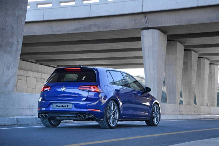 Volkswagen Golf R_ Static 005