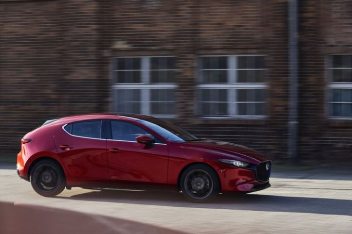 2018_mazda3_5hb_19cy_brd_2nd_us_lhd_c11_ext_side_880x500