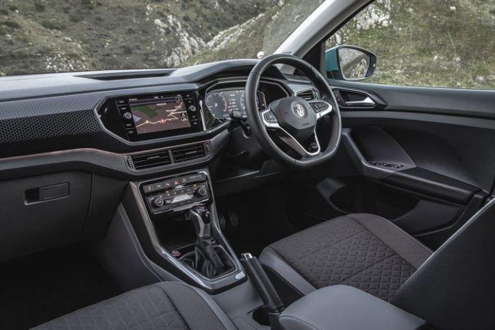 volswagen-t-cross-interior_001_880x500