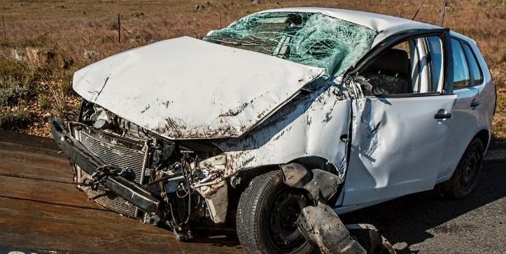 car-accident-1538175_1920.jpg