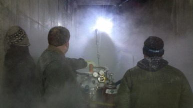 Filling the entry way with fog for dramatic bear shot of course