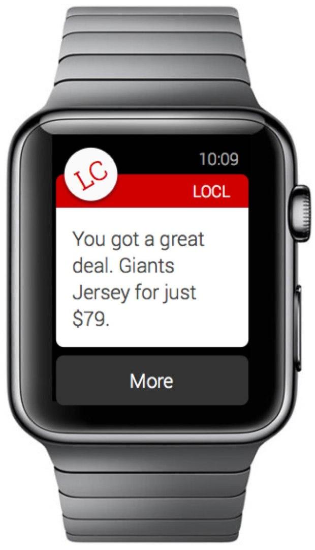 Smartwatch recibiendo oferta al interactuar con Beacons