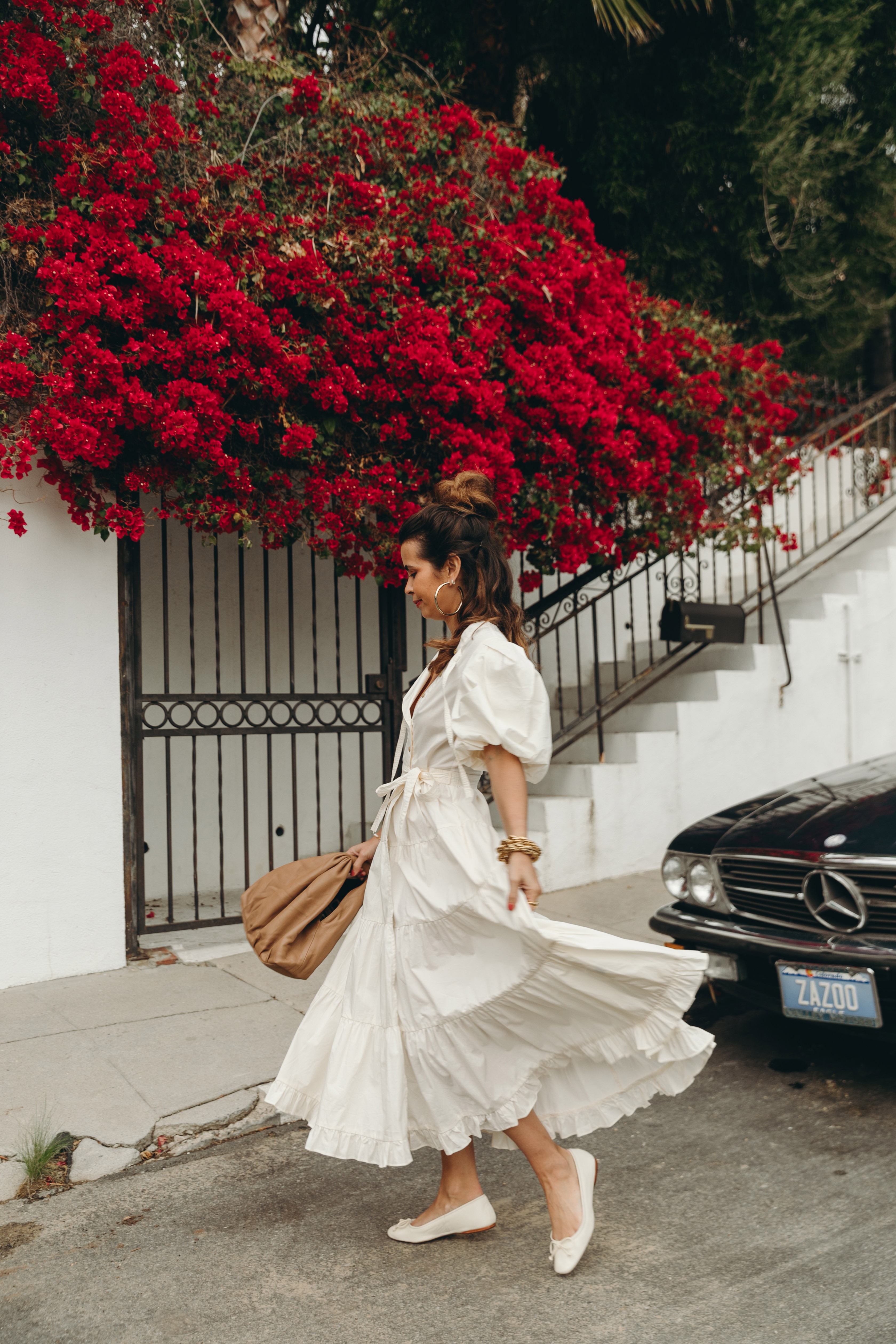 Sara from Collage Vintage wearing a Ulla Johnson white midi-dress and a Cleobella bag in natural color