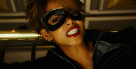 catwoman-2004-movie-review-halle-berry-domino-mask