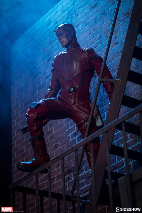 marvel-daredevil-sixth-scale-sideshow-feature-100344-02