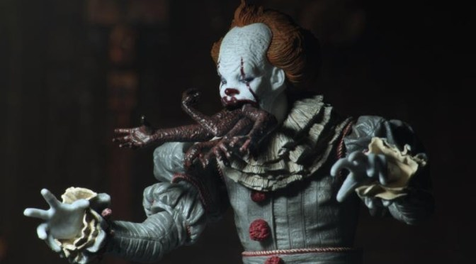 "NECA: IT – 7″ Scale Action Figure – Ultimate ""Dancing Clown"" Pennywise"