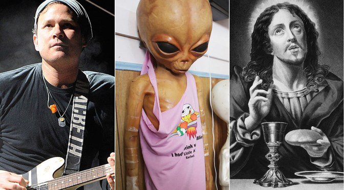 What's my age again? Tom Delonge habla de Jesucristo… ¿Con Aliens?