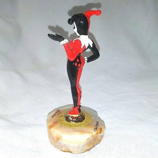 Harley Quinn Figurine 1561 side view