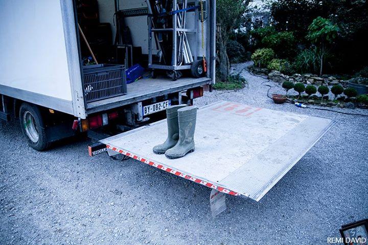 Camion de matériel cinéma, botte de campagne