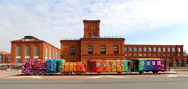 Crocheted-Four-Car-Locomotive-Olek-2-tt-width-640-height-306-crop-1-bgcolor-000000-force-1