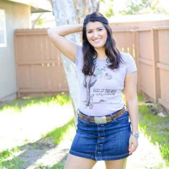 western outfit country style. Coyote tee, Gaze at the moon, sing to the sky.