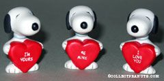 Snoopy holding heart Figurines