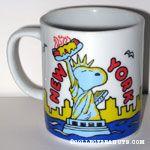 Snoopy statue of liberty holding hot dog 'New York' Mug