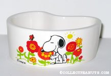 Snoopy smelling flowers kidney-shaped Planter