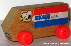 Snoopy Wooden USA Van