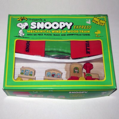 Peanuts Wind-up Train with Track Wooden Toy