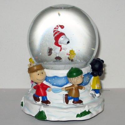 Peanuts Gang Skating Christmas Musical Waterglobe