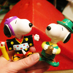 McDonald's Snoopy World Tour Series 2 - Peanuts Treasure Box
