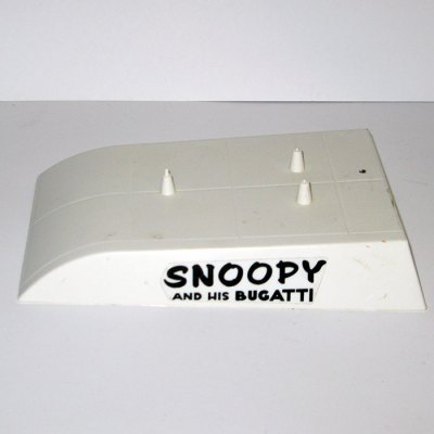 Snoopy and his Bugatti Stand