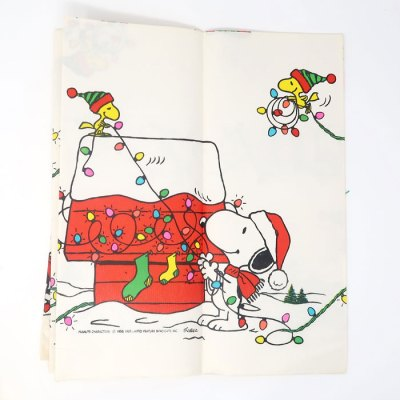 Snoopy & Woodstock Christmas Table Cover